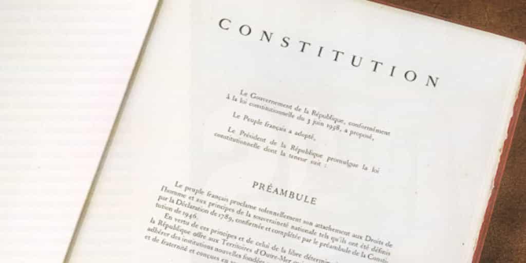 49.3 : il faut changer de Constitution
