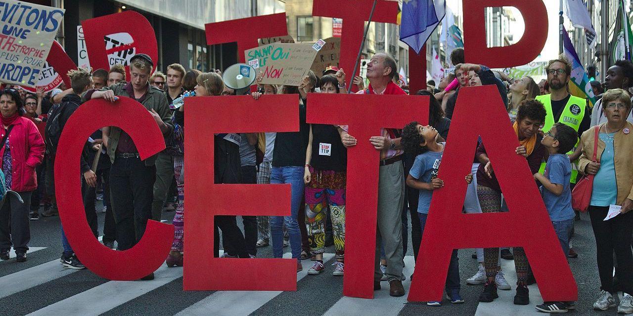 CETA: la droite et le PS main dans la main pour bâillonner le peuple?