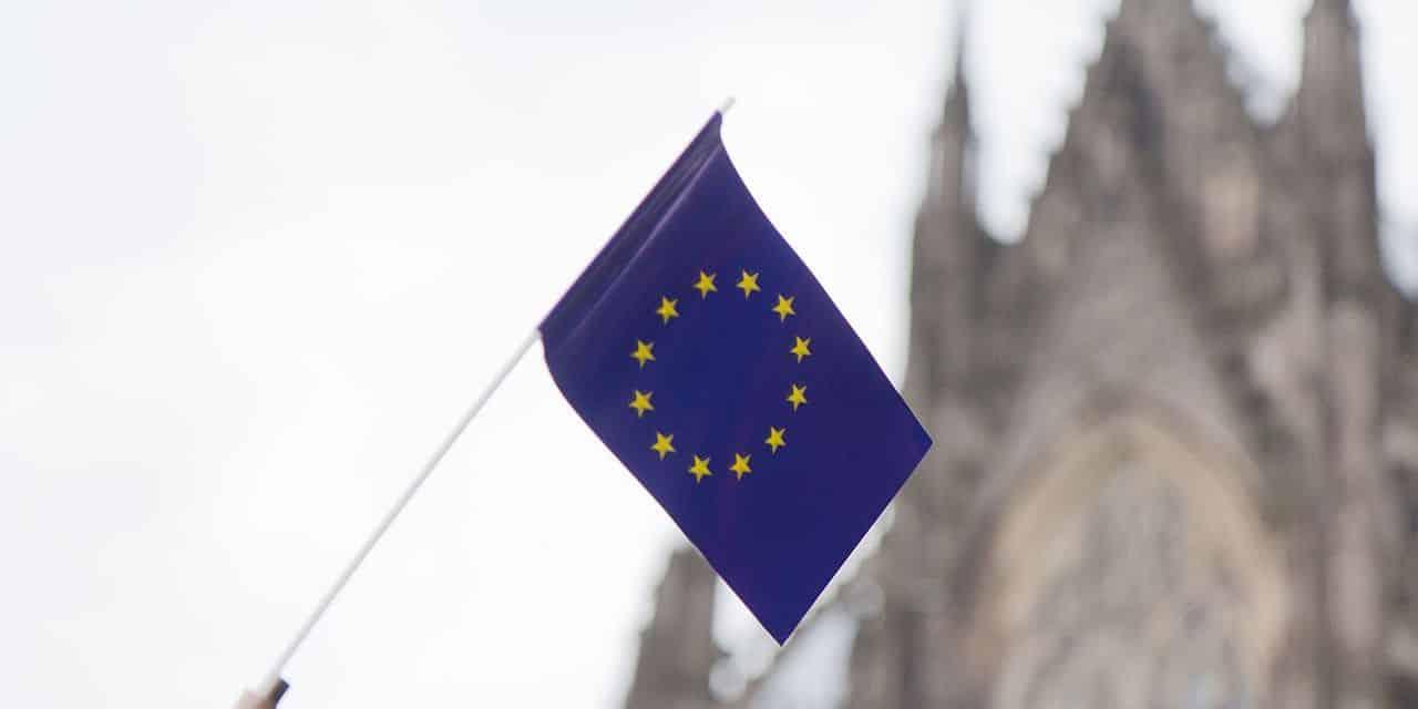 Le président de la République ne peut imposer à la France un emblème confessionnel