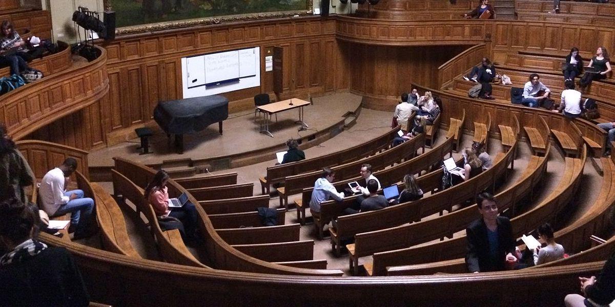 La loi qui barricade l'université