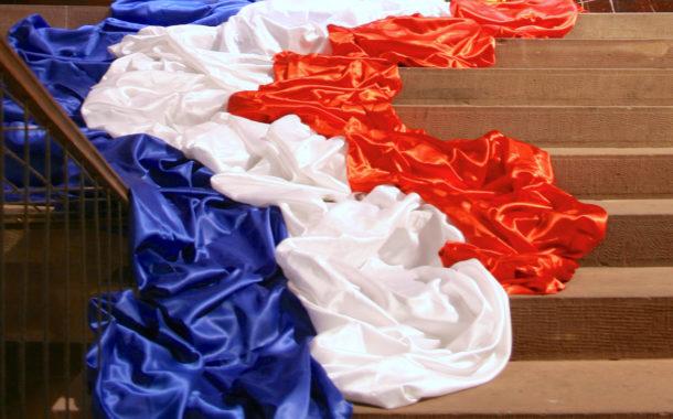 france drapeau au sol