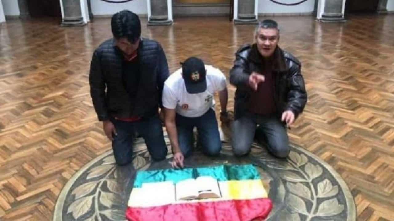Les racistes de Bolivie prennent le pouvoir